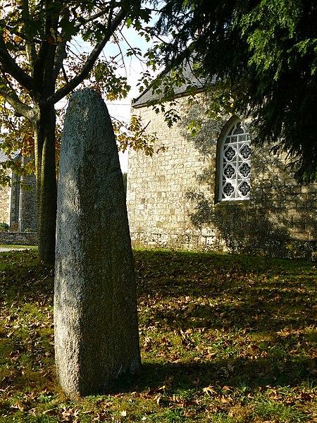 Photo du Monument Historique Menhir du Moustoir situé à Saint-Jean-Brévelay