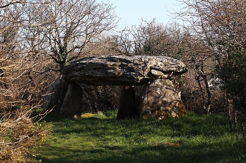 Photo du Monument Historique Deux dolmens à galerie de Kerhan dits Roh-Vras (Grande-Roche) situé à Saint-Philibert