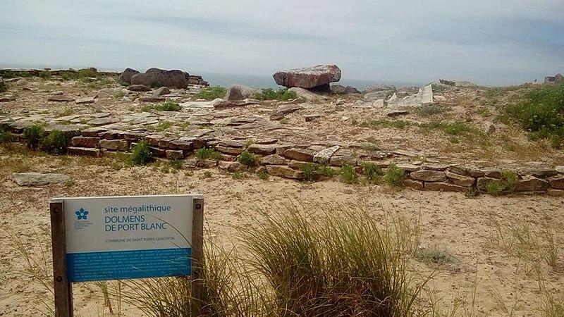 Photo du Monument Historique Dolmen du Port-Blanc situé à Saint-Pierre-Quiberon