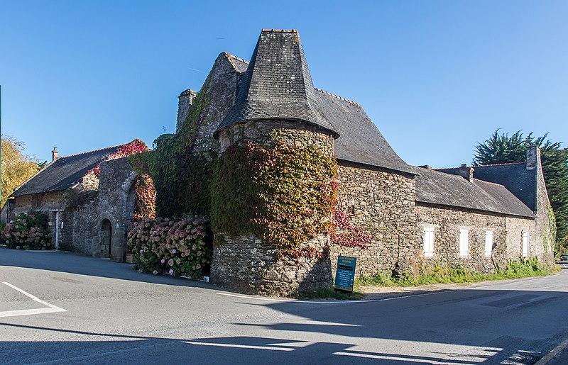 Photo du Monument Historique Château de Kérampoul situé à Sarzeau