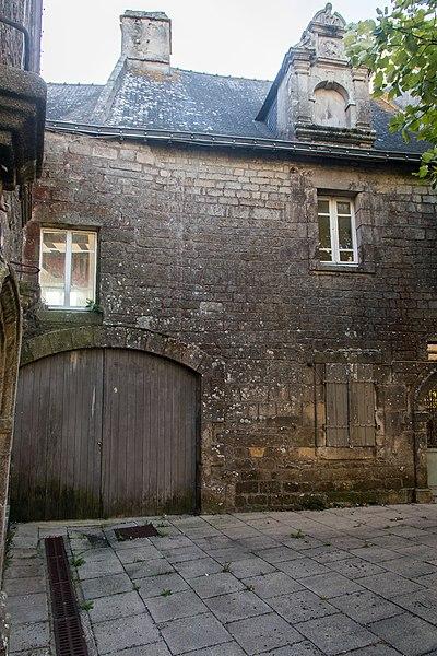 Photo du Monument Historique Maison Renaissance située sur la place au Sud de l'église situé à Sarzeau