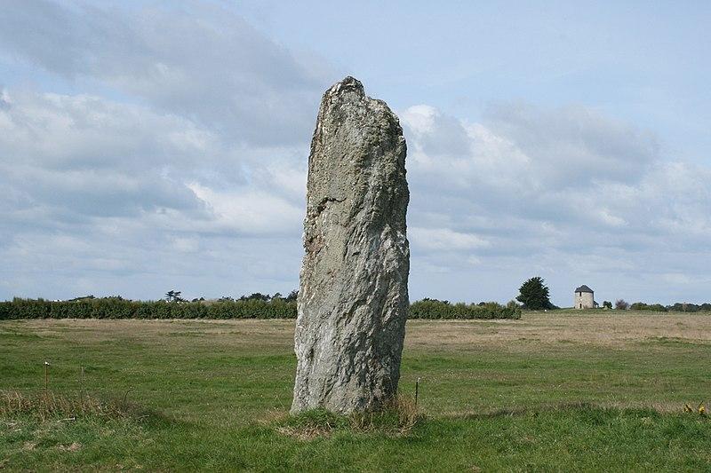 Photo du Monument Historique Menhirs Jean et Jeanne de Kerledan situé à Sauzon