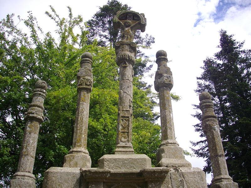 Photo du Monument Historique Chapelle Sainte-Suzanne avec le calvaire situé à Sérent