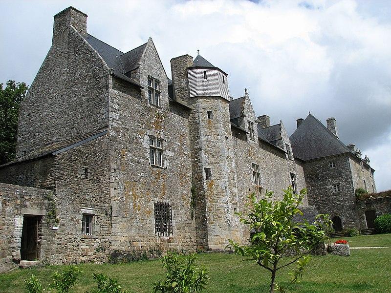 Photo du Monument Historique Château du Plessis-Josso situé à Theix