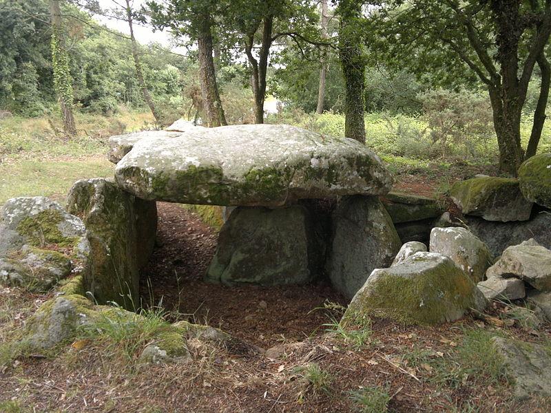 Photo du Monument Historique Dolmen sous tumulus de Kermarker situé à La Trinité-sur-Mer