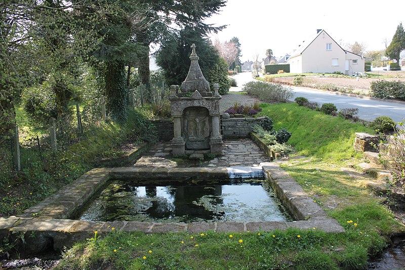Photo du Monument Historique Fontaine du Saint situé à La Vraie-Croix
