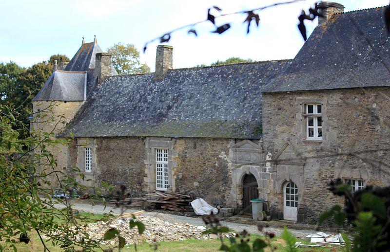 Photo du Monument Historique Manoir du Val au Houx situé à Guégon