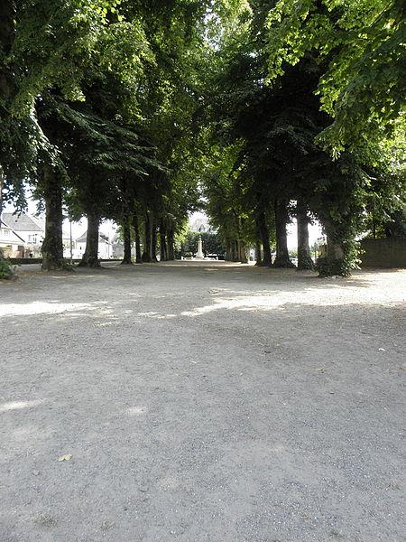 Photo du Monument Historique Promenade dite Le Mail situé à Josselin