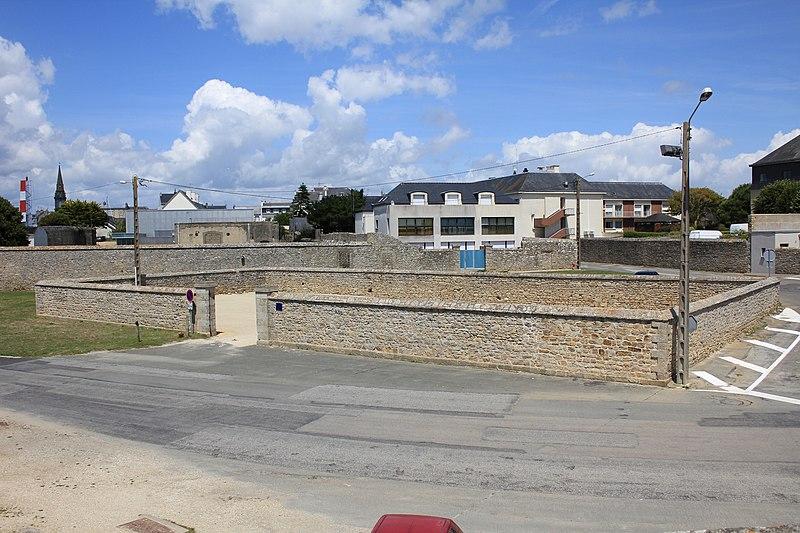 Photo du Monument Historique Fortifications de la ville : Parc à boulets situé à Port-Louis