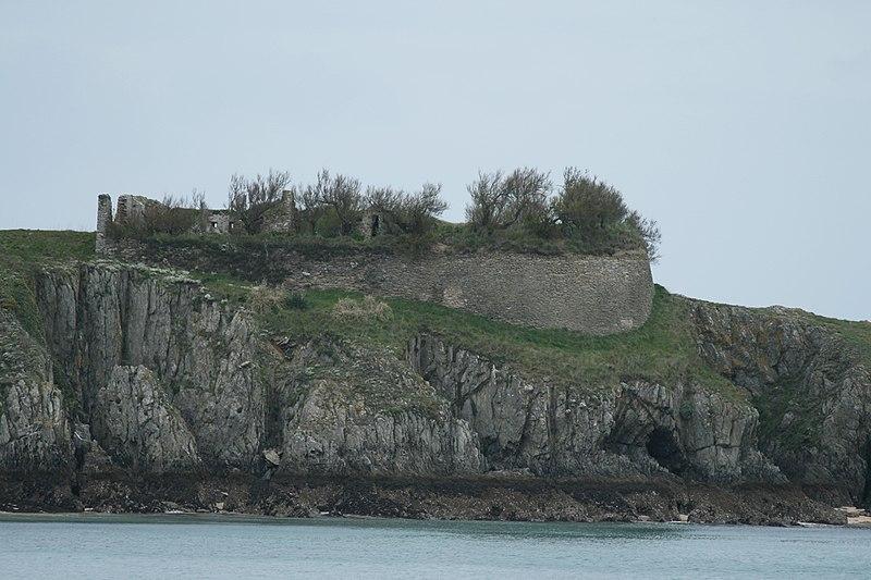 Photo du Monument Historique Fort du Bugull situé à Locmaria