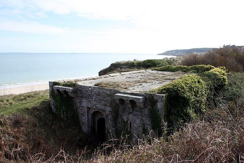 Photo du Monument Historique Ensemble fortifié de La Ferrière situé à Locmaria