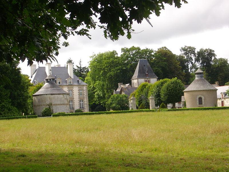 Photo du Monument Historique Château et parc de la Haute-Touche situé à Monterrein