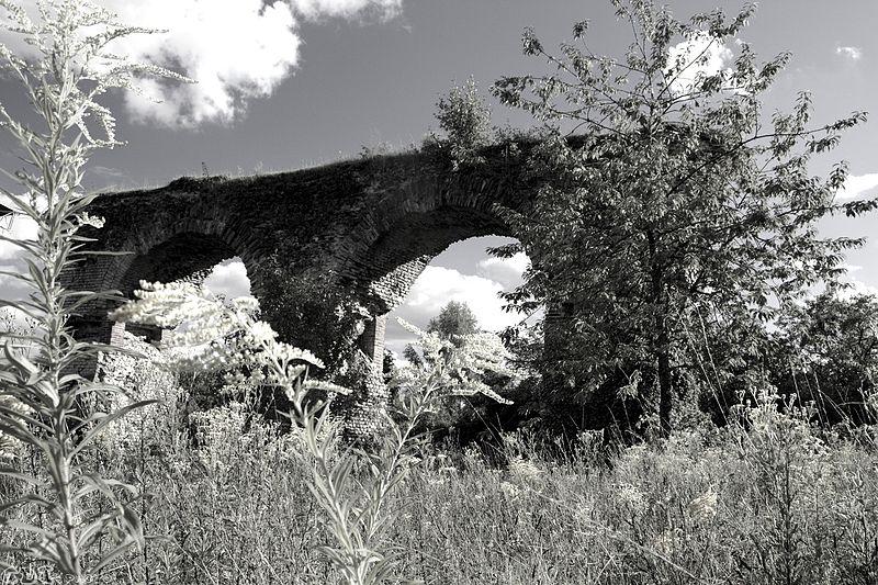Photo du Monument Historique Aqueduc gallo-romain (également sur commune de Jouy-aux-Arches) situé à Ars-sur-Moselle