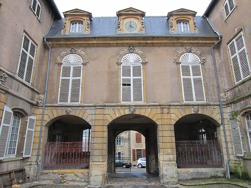 Photo du Monument Historique Ancien palais abbatial situé à Gorze