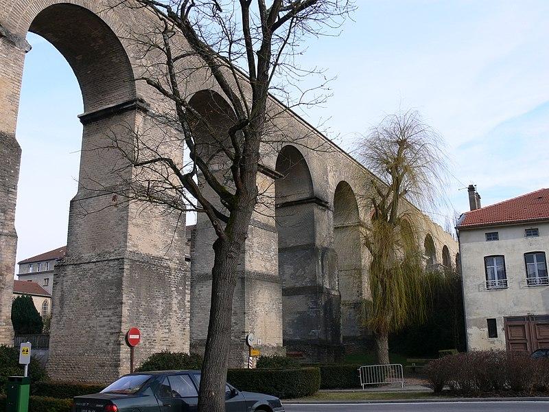 Photo du Monument Historique Aqueduc gallo-romain situé à Jouy-aux-Arches