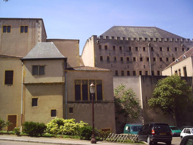 Photo du Monument Historique Ancien grenier connu sous le nom de Grange de Chèvremont situé à Metz