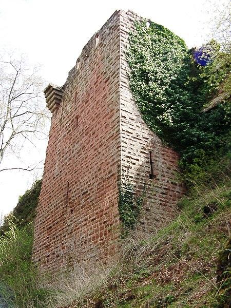 Photo du Monument Historique Ruines du château de Falkenstein situé à Philippsbourg