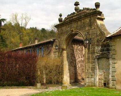 Photo du Monument Historique Restes de l'abbaye de Villers-Bettnach situé à Saint-Hubert