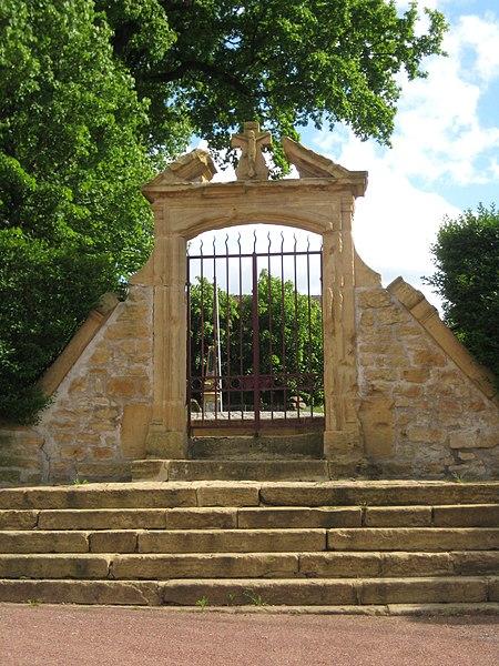 Photo du Monument Historique Cimetière situé à Saint-Privat-la-Montagne