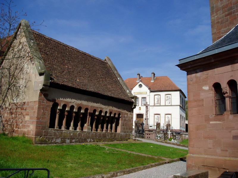 Photo du Monument Historique Ossuaire près de l'eglise situé à Schorbach