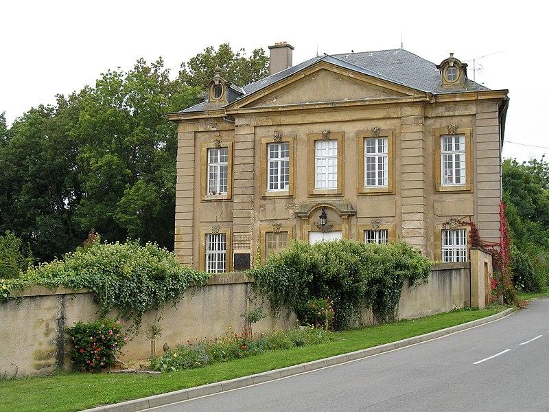 Photo du Monument Historique Château de Lorry situé à Lorry-Mardigny