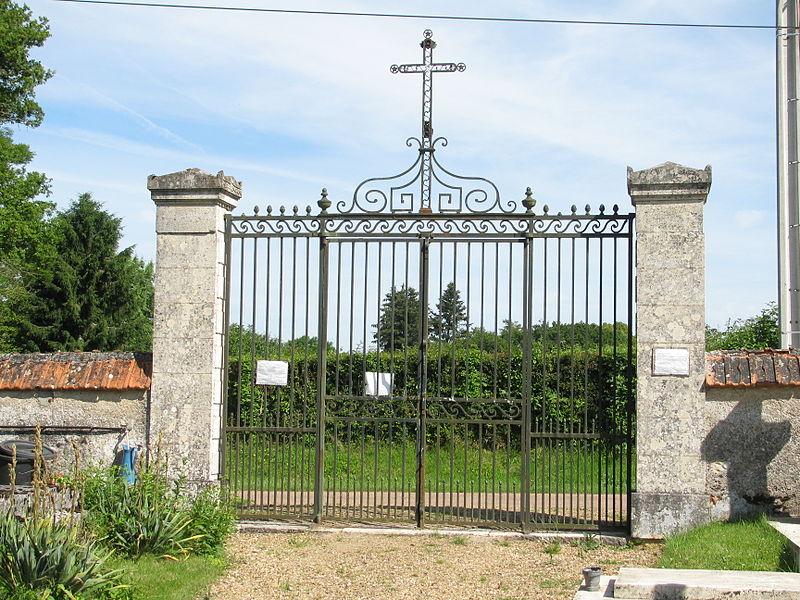 Photo du Monument Historique Cimetière situé à Beaumont-la-Ferrière