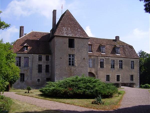 Photo du Monument Historique Château de Lantilly situé à Cervon