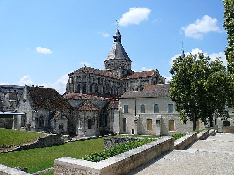 Photo du Monument Historique Eglise priorale Sainte-Croix situé à La Charité-sur-Loire
