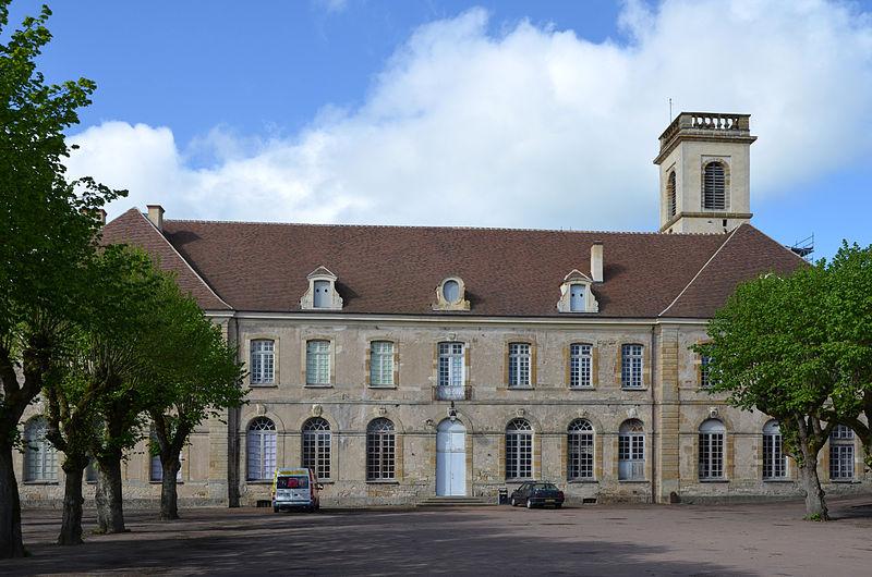 Photo du Monument Historique Ancienne abbaye bénédictine Saint-Léonard situé à Corbigny