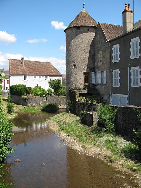 Photo du Monument Historique Remparts situé à Corbigny