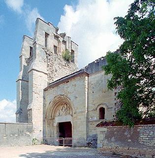 Photo du Monument Historique Eglise Notre-Dame du Pré (ruines) situé à Donzy