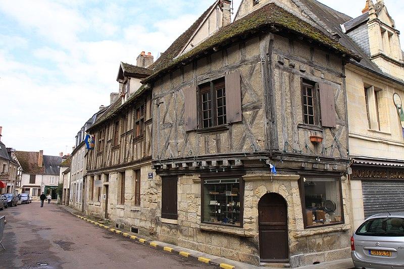 Photo du Monument Historique Maison à pans de bois situé à Donzy