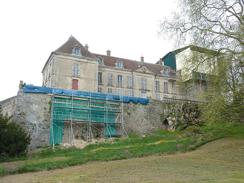 Photo du Monument Historique Château de La Roche situé à Larochemillay