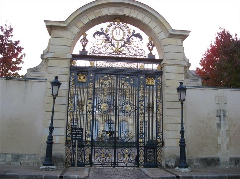 Photo du Monument Historique Evêché situé à Nevers