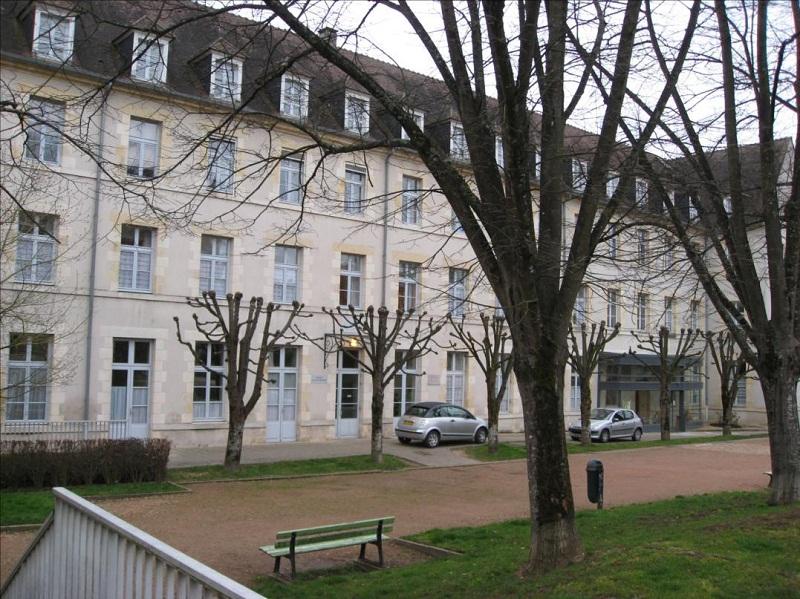 Photo du Monument Historique Ancien lycée Mirangron situé à Nevers