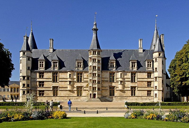 Photo du Monument Historique Palais Ducal situé à Nevers
