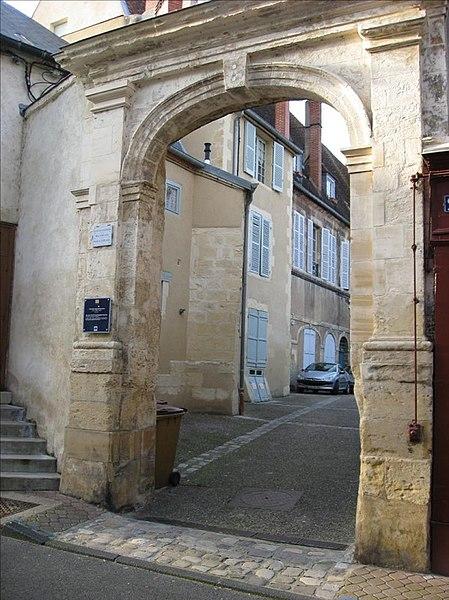 Photo du Monument Historique Portail de la Cour des Récollets situé à Nevers