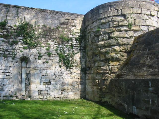 Photo du Monument Historique Remparts de la tour du Havre à la Loire situé à Nevers