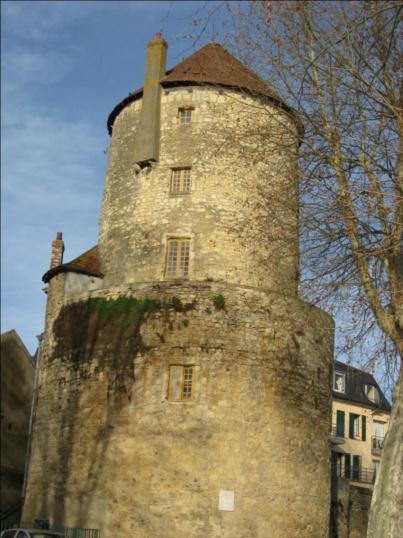 Photo du Monument Historique Tour de Cuffy dite tour Goguin situé à Nevers
