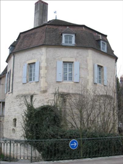Photo du Monument Historique Tour Saint-Trohé situé à Nevers