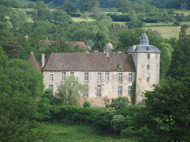 Photo du Monument Historique Domaine du château de Vésigneux situé à Saint-Martin-du-Puy