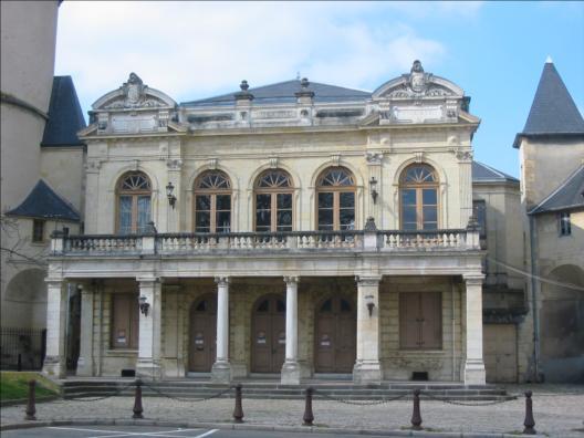 Photo du Monument Historique Théâtre situé à Nevers