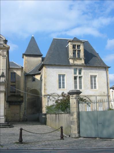 Photo du Monument Historique Petit château dit La Gloriette situé à Nevers