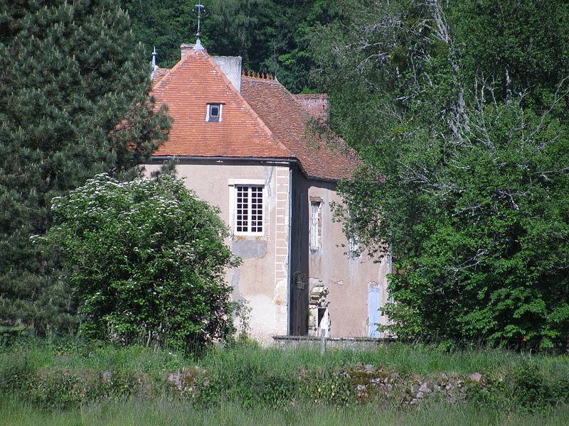 Photo du Monument Historique Maison forte d'Alligny-en-Morvan situé à Alligny-en-Morvan