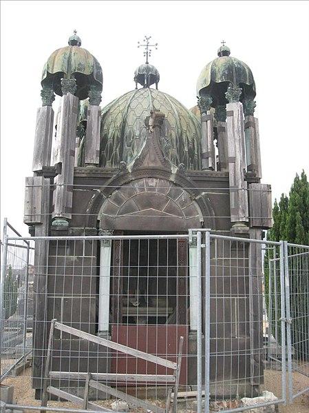 Photo du Monument Historique Chapelle funéraire de la famille Laborde, sise au cimetière Jean-Gautherin situé à Nevers