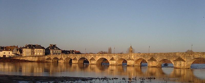 Photo du Monument Historique Grand pont sur la Loire situé à Charité-sur-Loire (La)