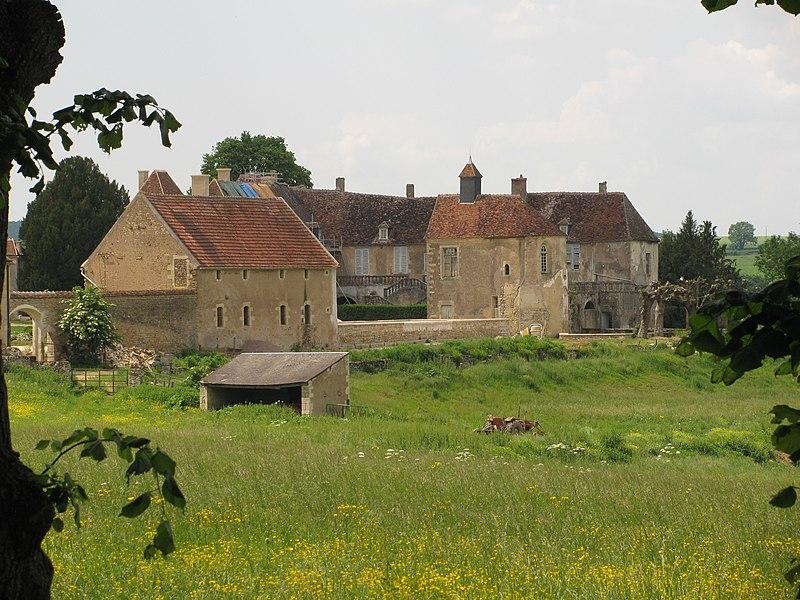 Photo du Monument Historique Domaine de Lys situé à Lys