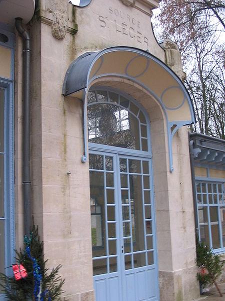 Photo du Monument Historique Pavillon des Sources Saint-Léger et Saint-Léon de l'ancien parc thermal situé à Pougues-les-Eaux