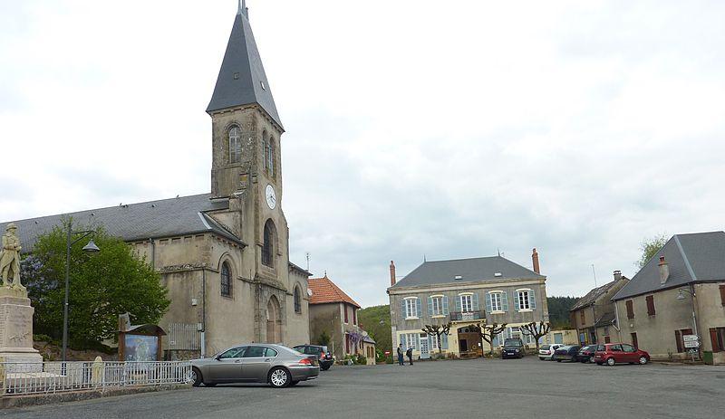 Photo du Monument Historique Église Saint-Pierre situé à Larochemillay