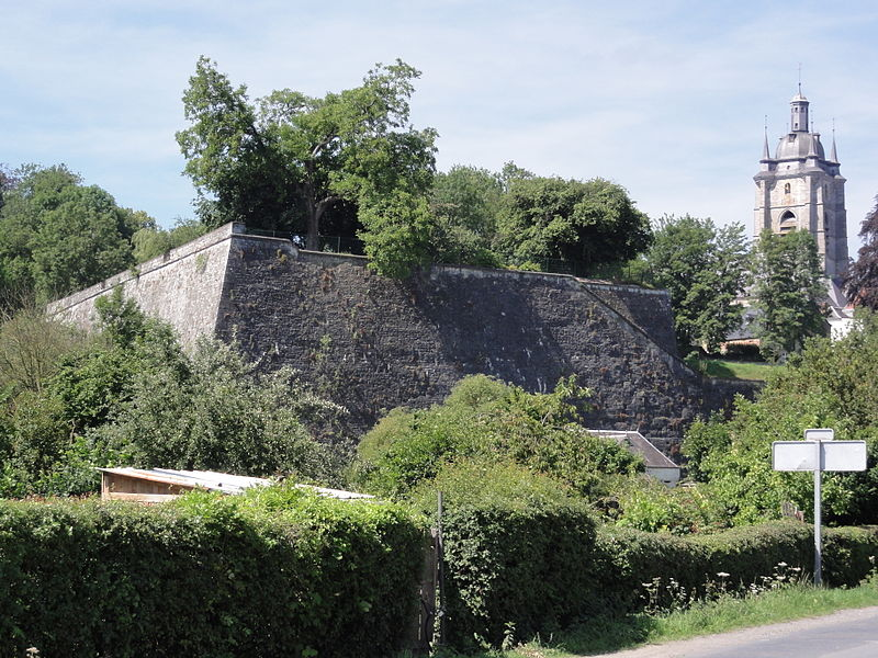 Photo du Monument Historique Fortifications situé à Avesnes-sur-Helpe
